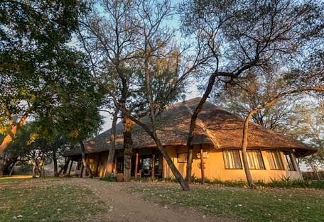 4-ndzuti-safari-camp.jpg