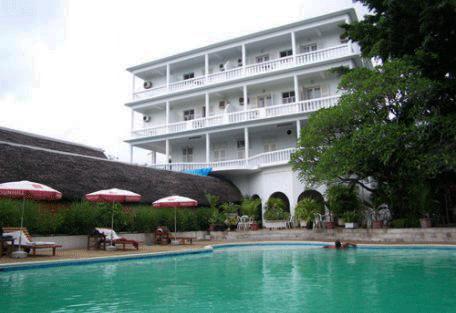 456_hotelneptune_poolside.jpg