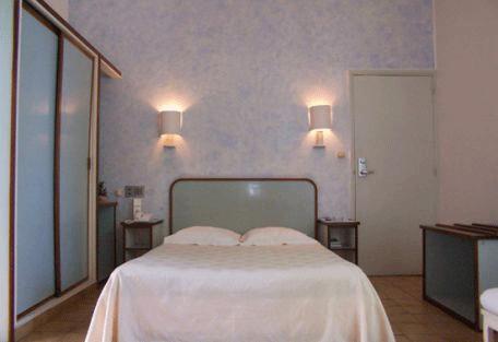 456_hotelneptune_room.jpg