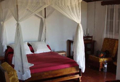 456_hotelrelais_bed.jpg