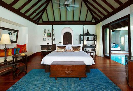 456b_anantara-kihavah_bedroom.jpg