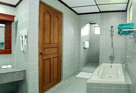 456e_bandos-island-resort_bathroom.jpg