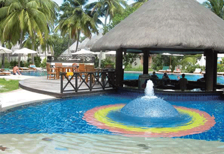 456g_bandos-island-resort_pool.jpg