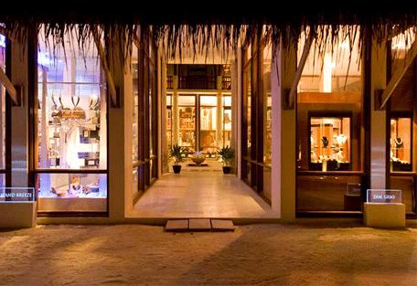 456m_conrad-maldives_shopping.jpg