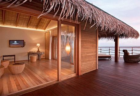 456d_constance-moofushi-resort_water-villa-exterior.jpg