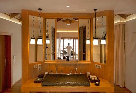 456f_constance-moofushi-resort_water-villa-bathroom.jpg