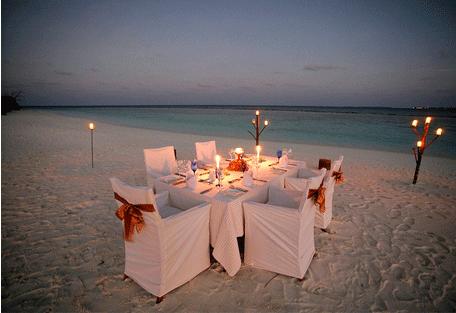456f_dhuni-kolhu_romantic-dinner.jpg