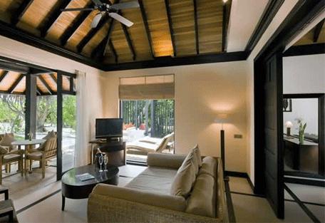 456d_manafaru-beach-house_lounge.jpg
