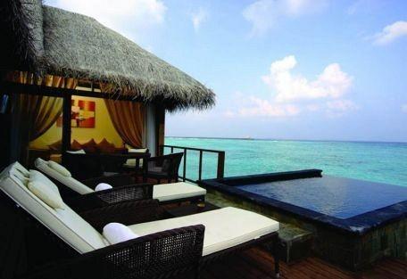 456g_manafaru-beach-house_exterior-lounge.jpg