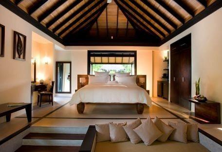 456h_manafaru-beach-house_bedroom.jpg