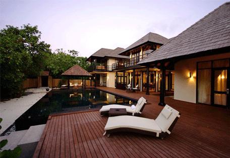 456j_manafaru-beach-house_deck.jpg