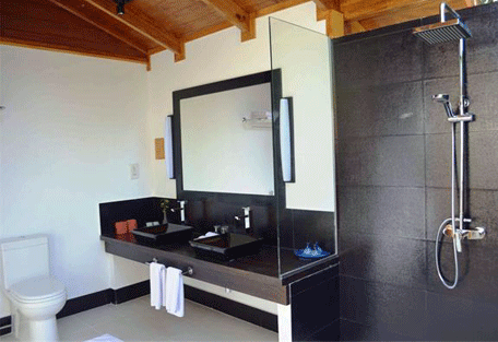 456d_meeru-island-resort_beach-villa-bathroom.jpg