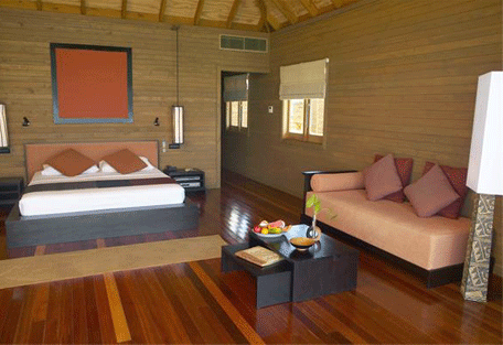 456e_meeru-island-resort_jacuzzi-villa-bedroom.jpg