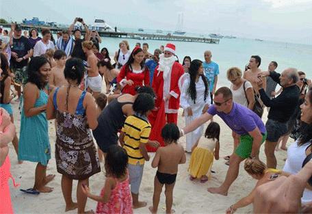 456m_meeru-island-resort_santas-visit.jpg