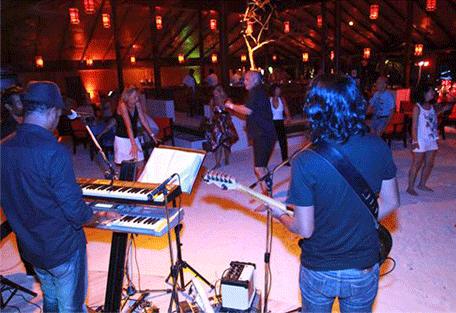 456n_meeru-island-resort_live-bands.jpg