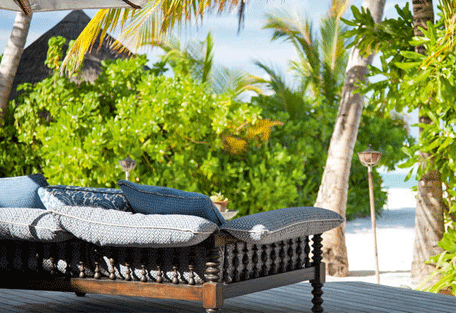 456l_naladhu-maldives_living-room-terrace.jpg