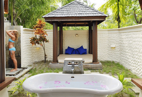 456c_olhuveli-beach_outdoor-bathroom.jpg