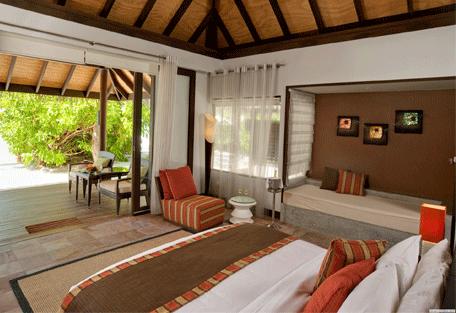 456c_velassaru-beach_bedroom.jpg