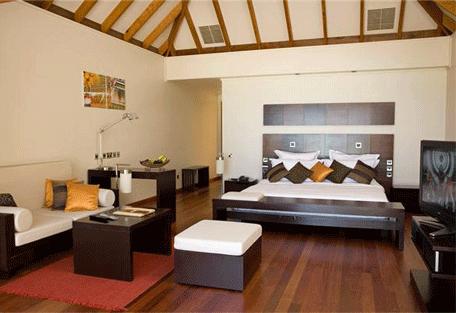 456h_veligandu-island_jacuzzi-water-villa-bedroom.jpg