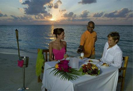456m_veligandu-island_candlight-dinner.jpg