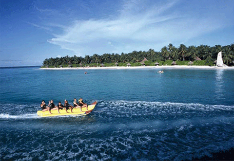 456e_vilu-reef-beach_banana-boat-ride.jpg