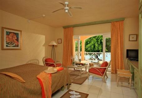456b_mervillebeach_room-interior.jpg