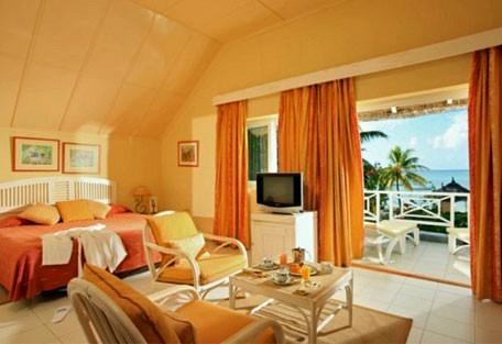 456d_mervillebeach_room-interior.jpg