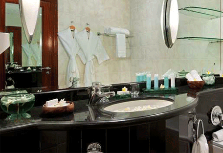 456d_hilton-villas-resort_bathroom.jpg