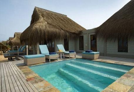 04-pool-area.jpg