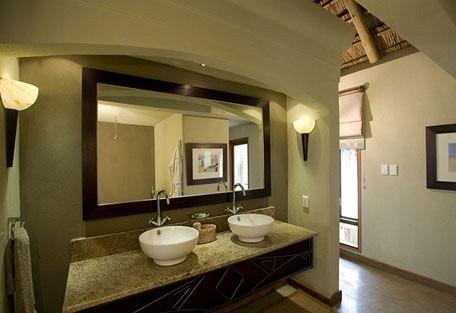 3-dugongbathroom456.jpg