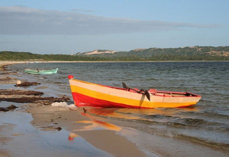 456h_villa-nbanga_canoe.jpg