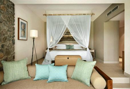 456c_kempinski-seychelles-resort_standard-room-beddrom.jpg