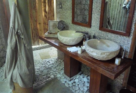 456d_le-domaine_bathroom2.jpg