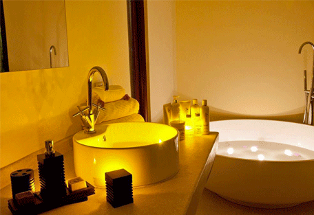456b_essque-residences-zalu_bahari-villa_bathroom2.jpg
