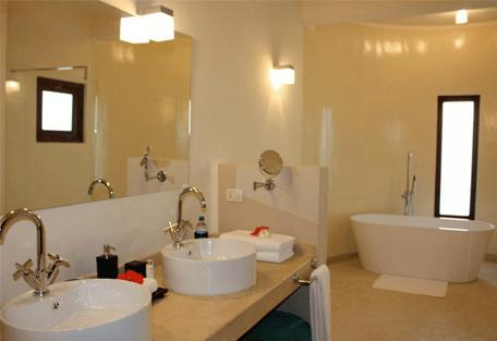 456c_essque-residences-zalu_bahari-villa_bathroom.jpg