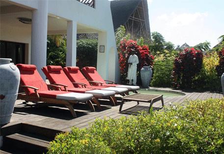 456h_essque-residences-zalu_mchanga-villa_deck.jpg
