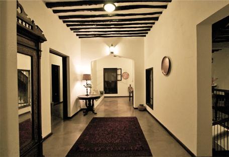456d_kisiwa-house_passage.jpg