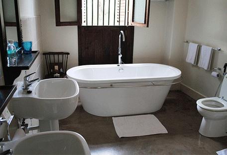 456e_kisiwa-house_bathroom.jpg