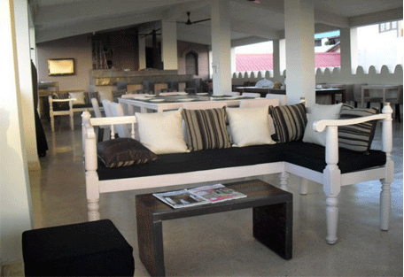 456f_mashariki-palace-hotel_balcony-lounge.jpg