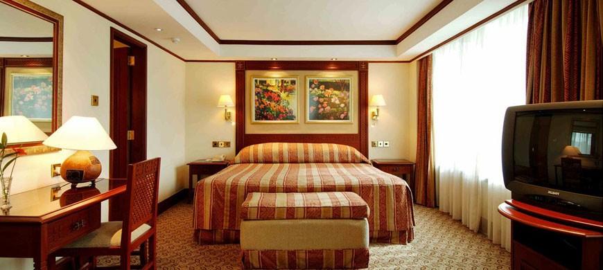 870_serena_bedroom.jpg