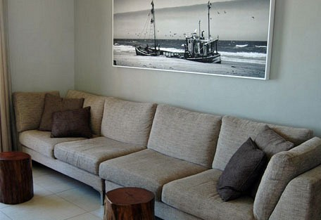456h_beachlodge_couch.jpg