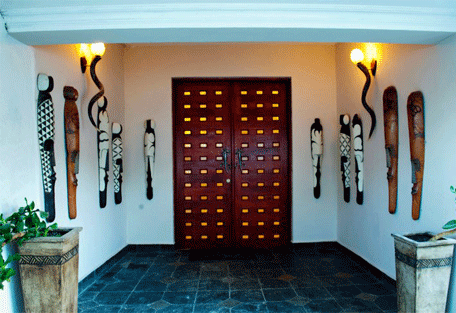 456c_country-manor_entrance.jpg