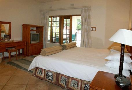 456d_country-manor_bedroom.jpg