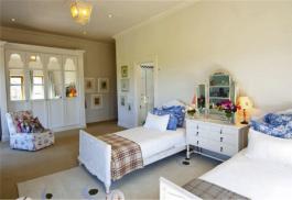 456a_kurland-hotel-bedroom.jpg