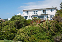 456a_the-robberg-beach-lodge_beachy-villa-exterior.jpg