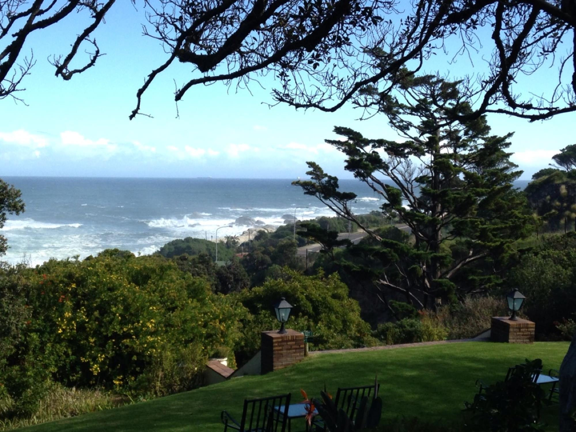 1.1399541573.1-grounds-of-camps-bay-retreat.jpg