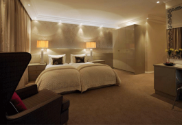 456a_the-clarendon-bantry-bay_bedroom.jpg