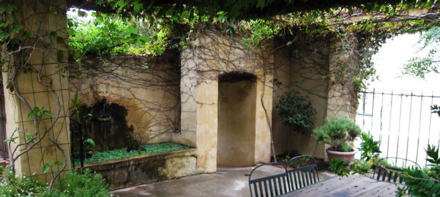 870_auberge_courtyard.jpg