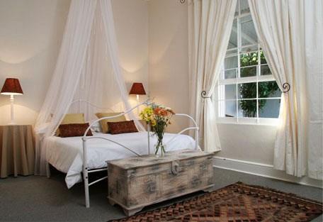 456b_villaparadisio_bedroom.jpg