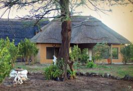 456a_tilodi-safari-lodge_exterior.jpg